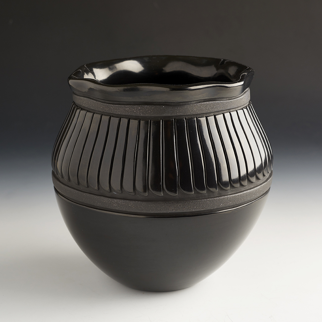 Large Black Bowl with Classic Feather Patterns (#40306)